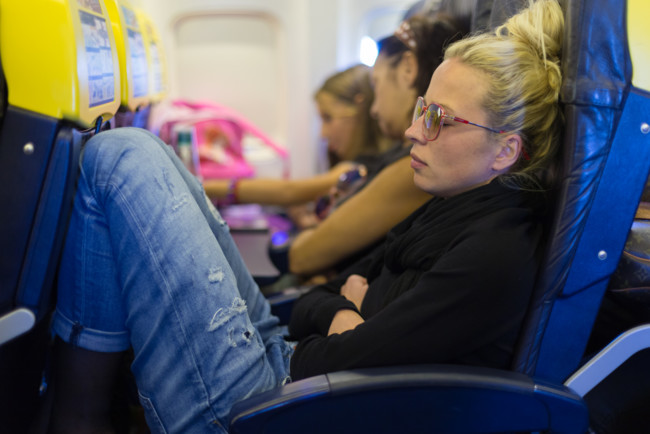 Пілот розповів, навіщо в літаку вимикають світло