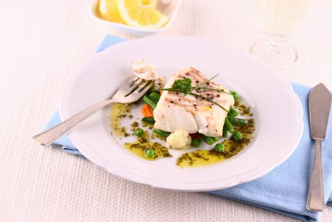 Жареная рыба с сыром и петрушкой