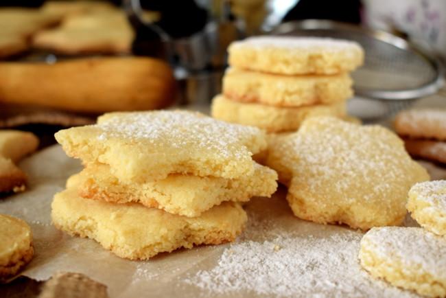 Сирне печиво з цукровою посипкою