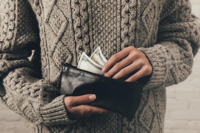 Гражданка РФ нашла деньги на борту самолета