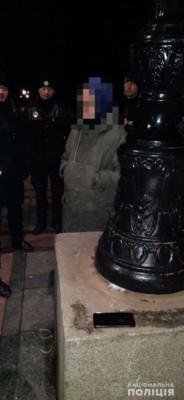 В Мариинском парке неизвестные попытались облить зеленкой памятник (ФОТО)