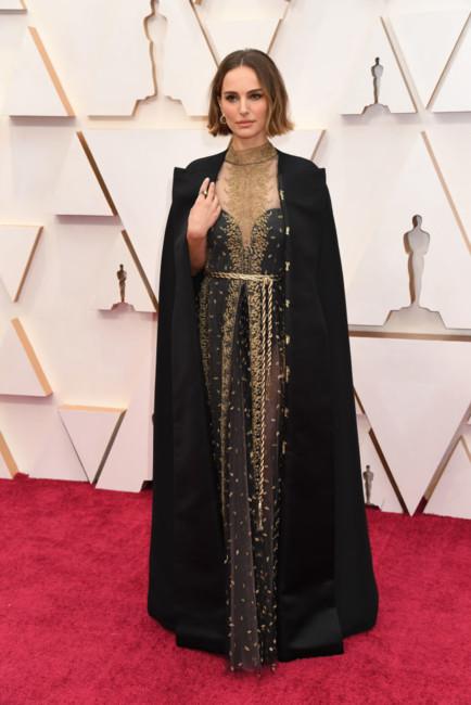 Натали Портман в скандальном наряде от Dior