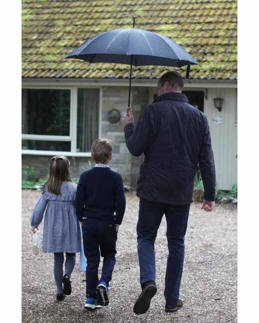 Сама чарівність: Кейт Міддлтон поділилася зворушливим фото королівської сім'ї