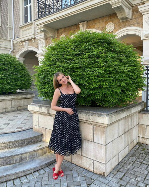 Донька Ольги Сумської здивувала стрункою фігурою після пологів: фото