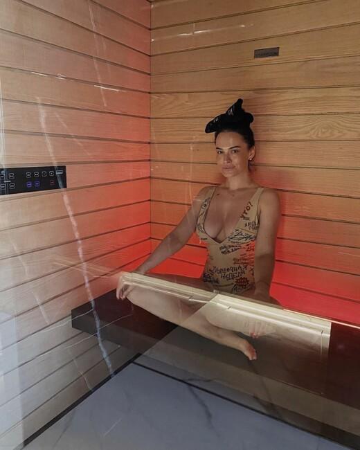 Кокетлива Даша Астаф'єва продемонструвала свою фігуру в сауні: фото