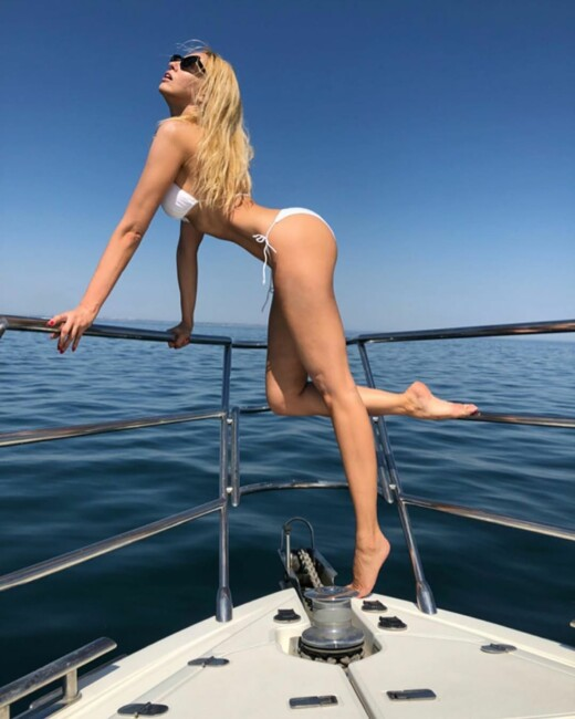 Певица Оля Полякова