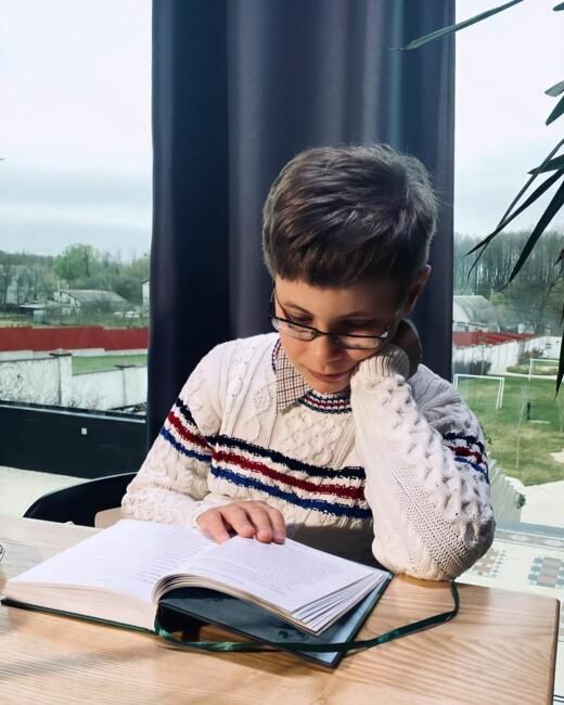 В Сети появились редкие фото сына Тины Кароль Вениамина