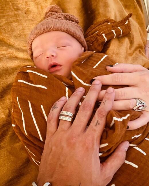 Эшли Симпсон в третий раз стала мамой и показала новорожденного малыша