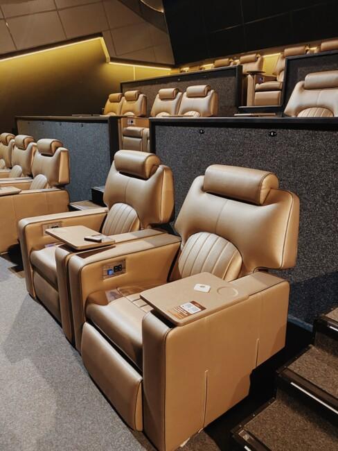 Что делают люди в одном из самых дорогих кинотеатров страны? (репортаж)7