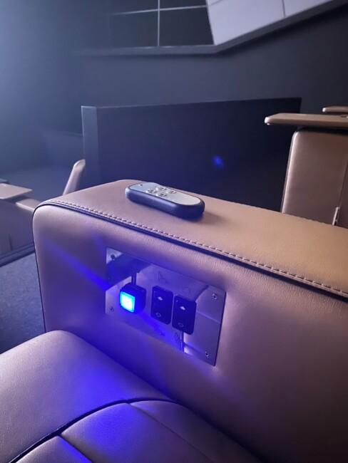 Что делают люди в одном из самых дорогих кинотеатров страны? (репортаж)8