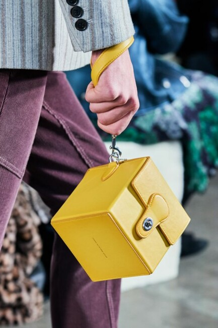 Геометрические сумки, Самые модные сумки зимы 2021: бахрома и животный принт