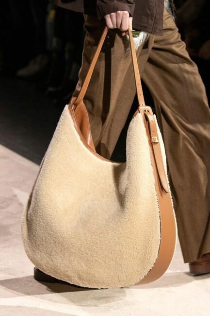 Сумка хобо, Самые модные сумки зимы 2021: бахрома и животный принт