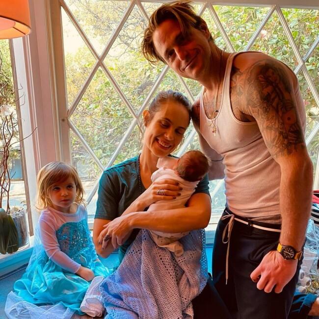Сын Майкла Дугласа показал первое фото новорожденного малыша: