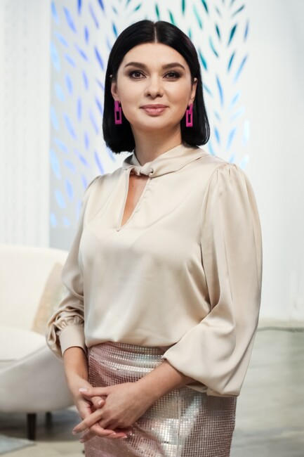 """Ведущая мейковер-шоу """"Місія: краса"""" Ирина Фролова"""