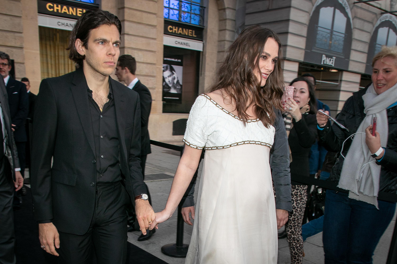Беременная Кира Найтли с мужем