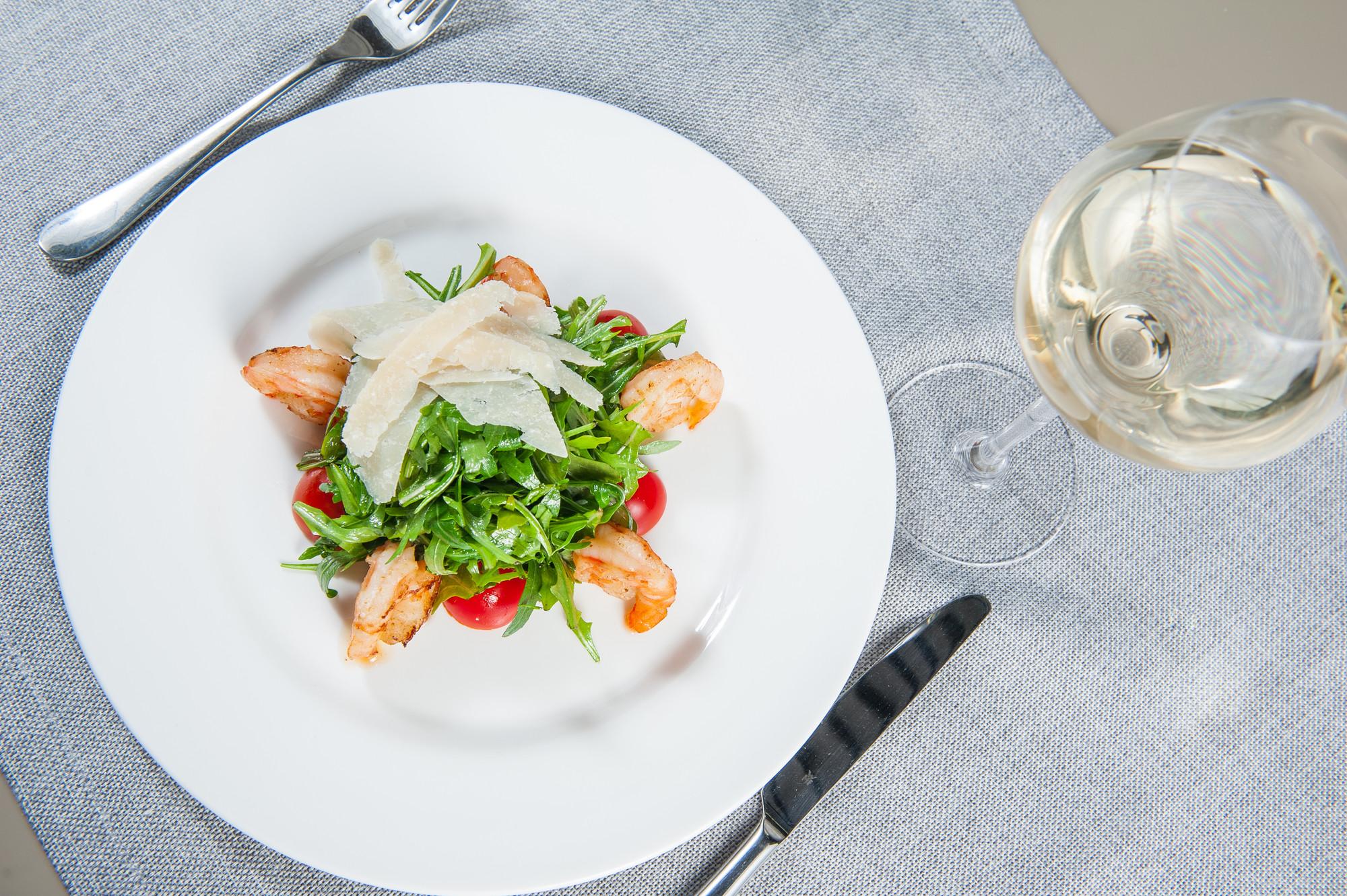 Рукколу используют для приготовления салатов