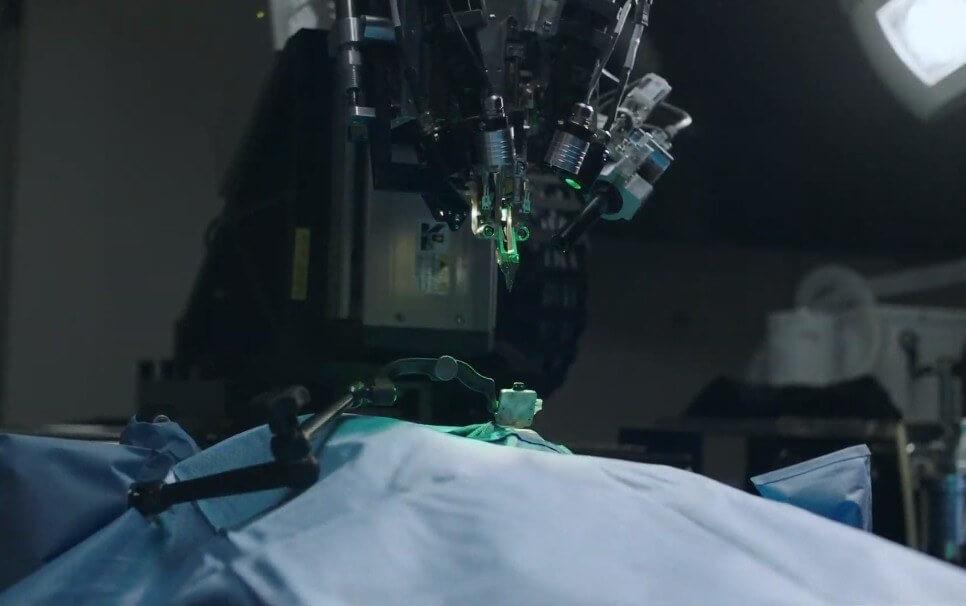 Впровадження імпланта у мозок людини