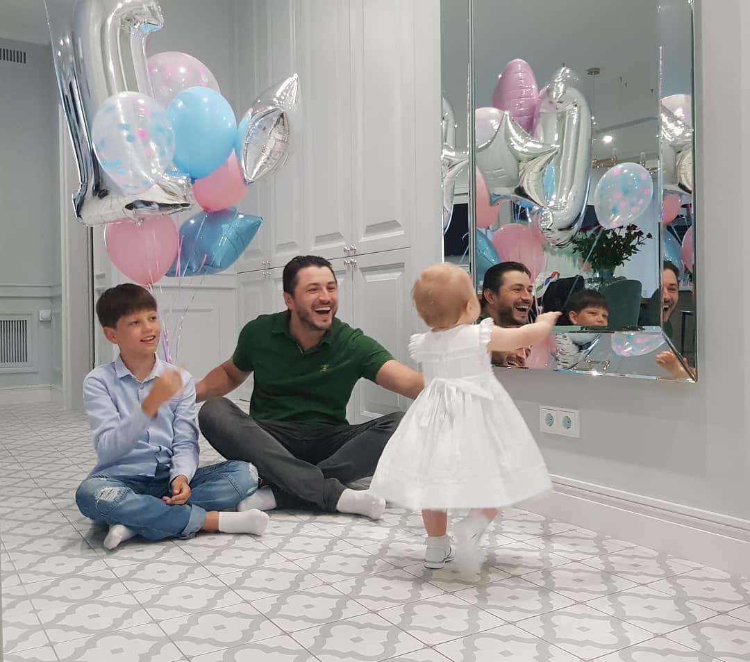 Сергей Притула с детьми