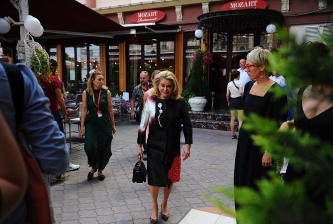 Французская актриса прилетела в Одессу 19 июля