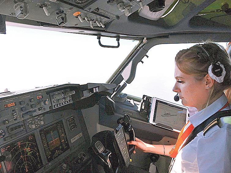 Жіночі професії: чого варто стати пілотесою в Україні, фото-4