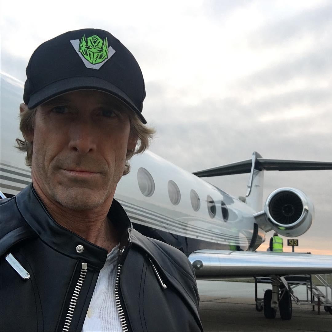 Майкл Бэй прилетел в Киев