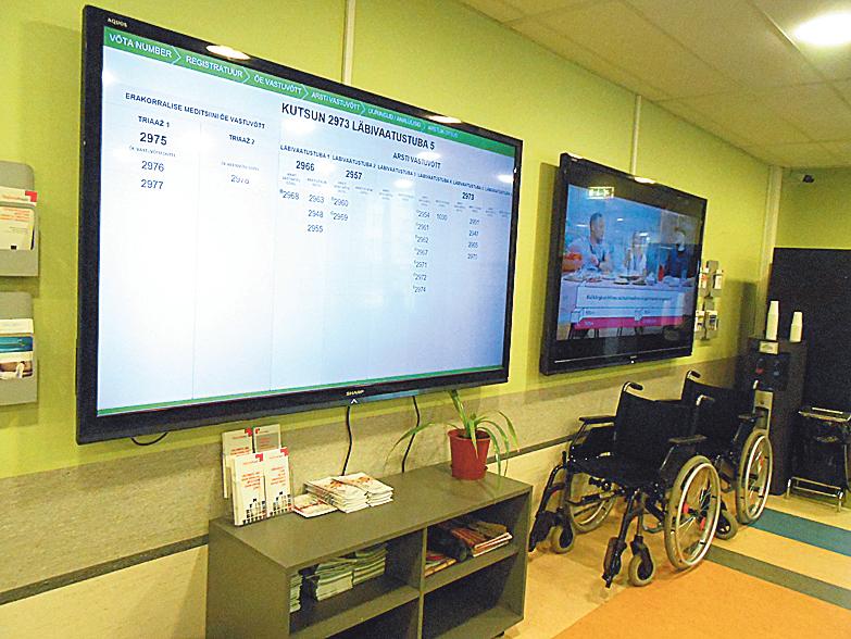 Больница. До приезда пациента врачи определяют порядок лечения