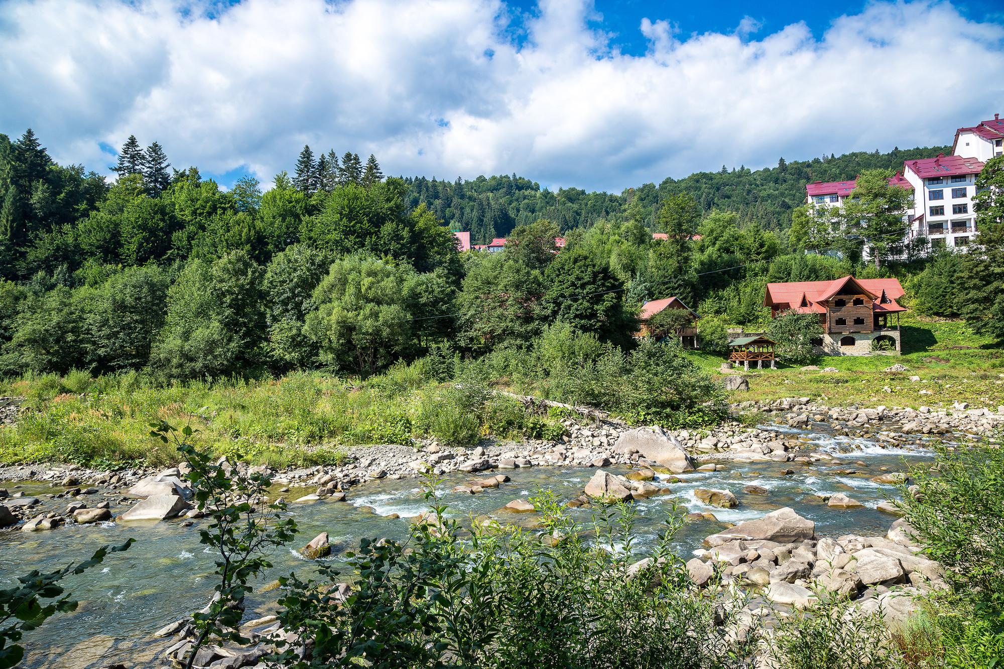 Гірська річка Прут в Яремче