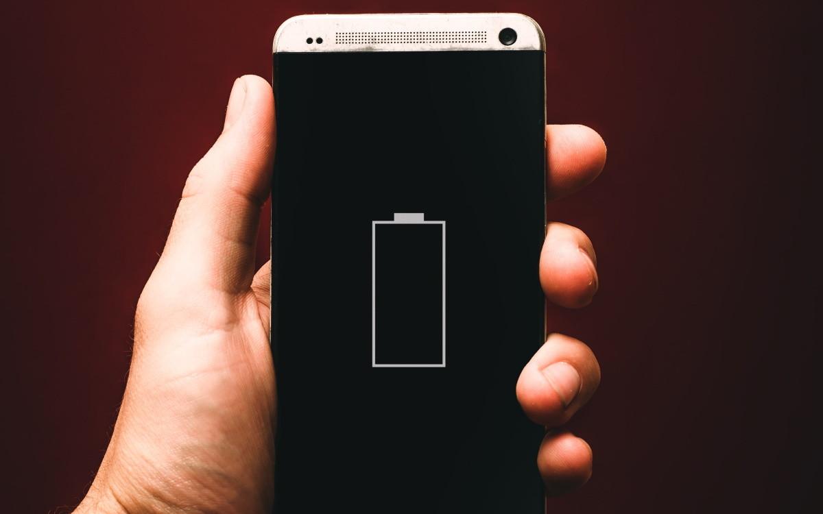 Подзарядка смартфонам полезна