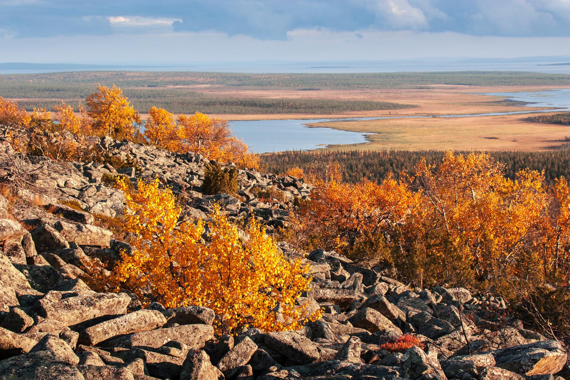 Вид с вершины скалистых гор Лапландии, Финляндия