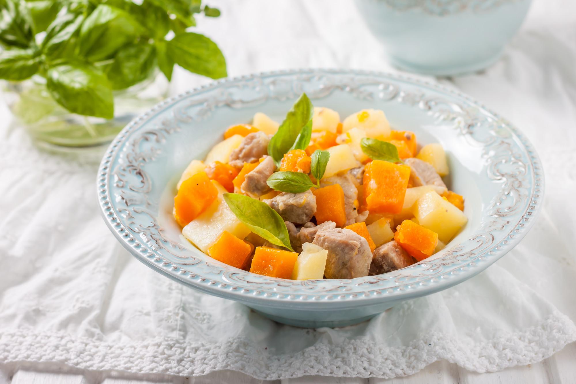 Жаркое из тыквы, мяса и картофеля