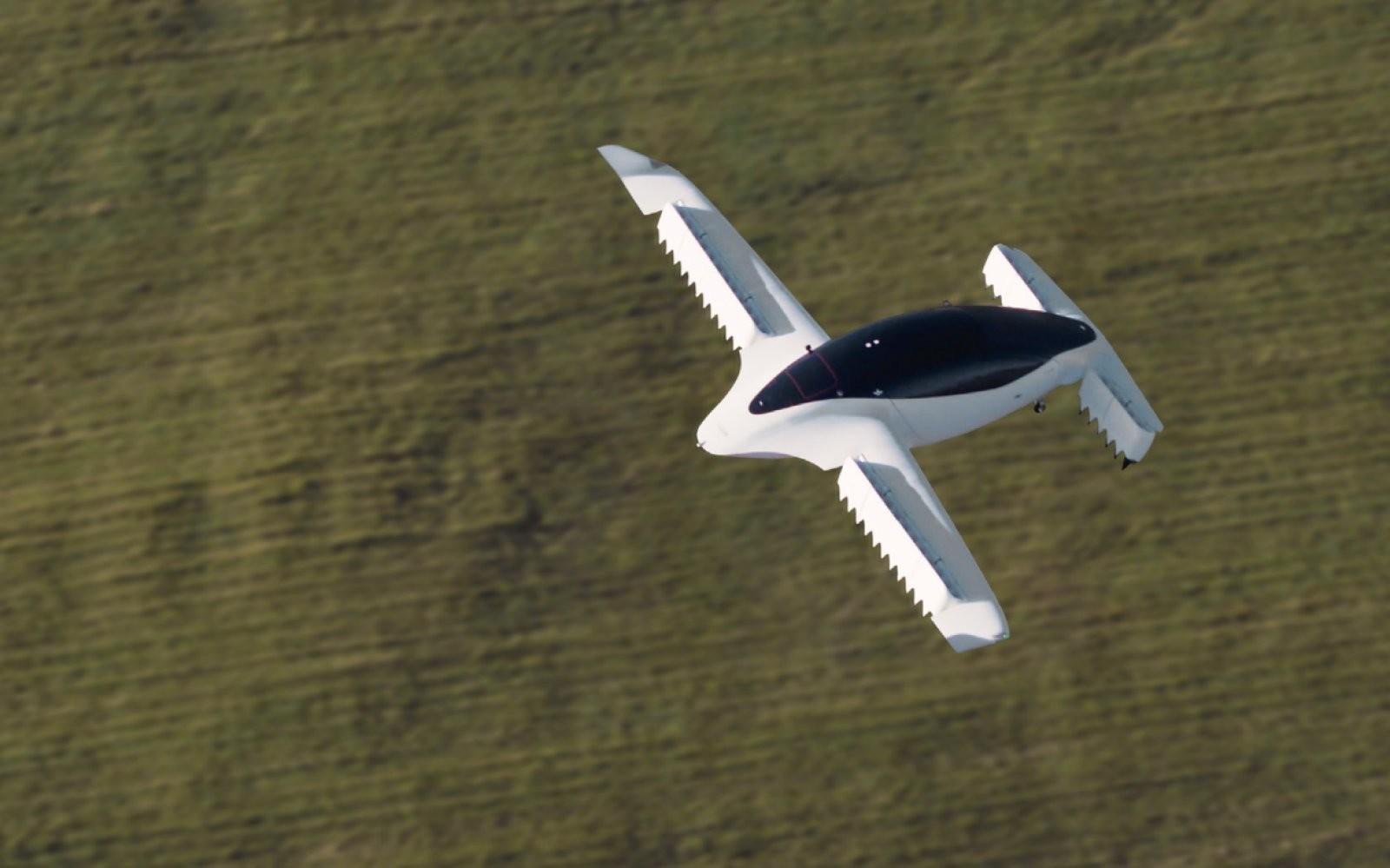Летающее такси поднимают в воздух 36 реактивных двигателей
