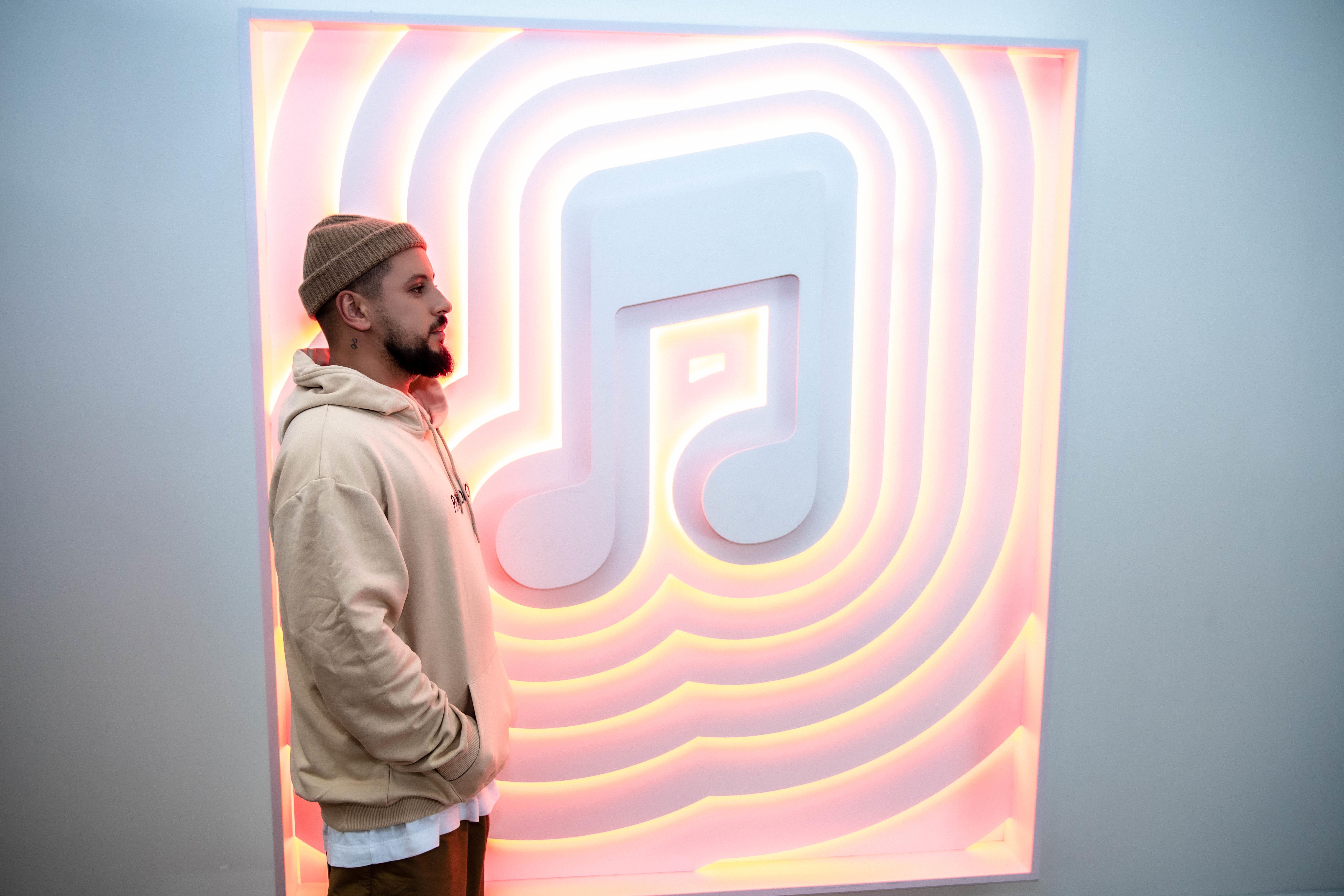 MONATIK в офисе Apple Music в Калифорнии