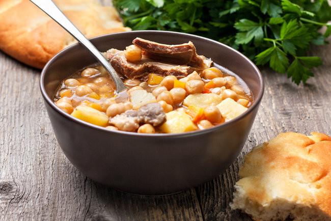 Суп з горохом нут та бараниною