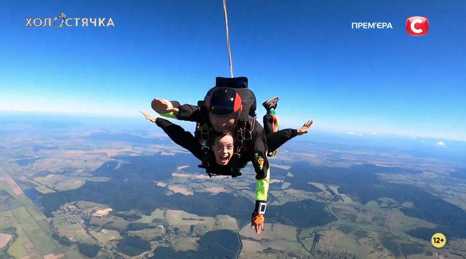 Второй поцелуй и прыжок с парашютом: как прошел шестой выпуск