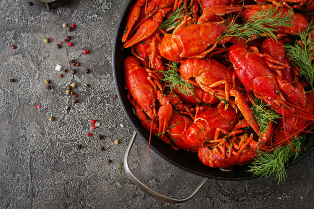 How To Eat Boiled Crayfish-Instructions From An Etiquette Expert