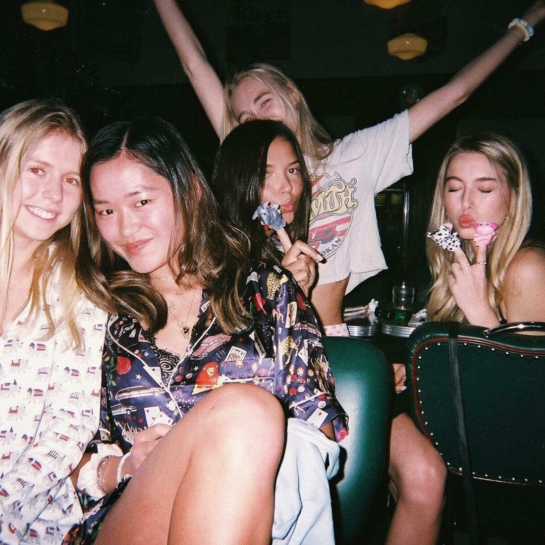 Полуголые фото в ванной, вечеринки и Стэнфорд: как живет младшая дочь Стива Джобса