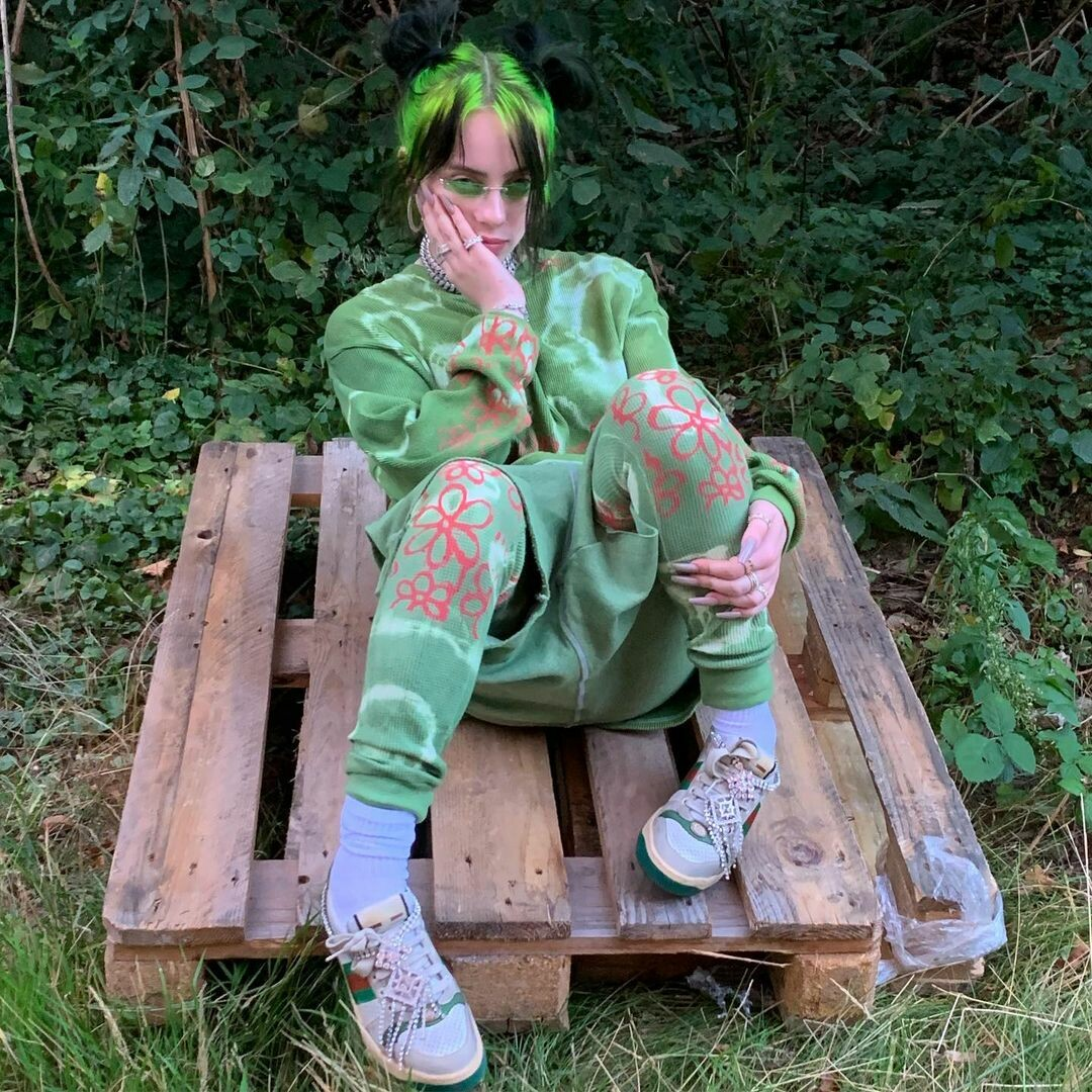 Мешковатые футболки, зеленые волосы и другие фэшн-тренды от Билли Айлиш1