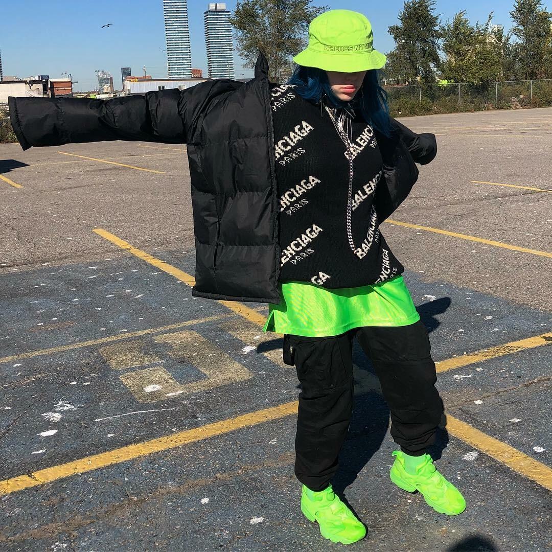 Мешковатые футболки, зеленые волосы и другие фэшн-тренды от Билли Айлиш7