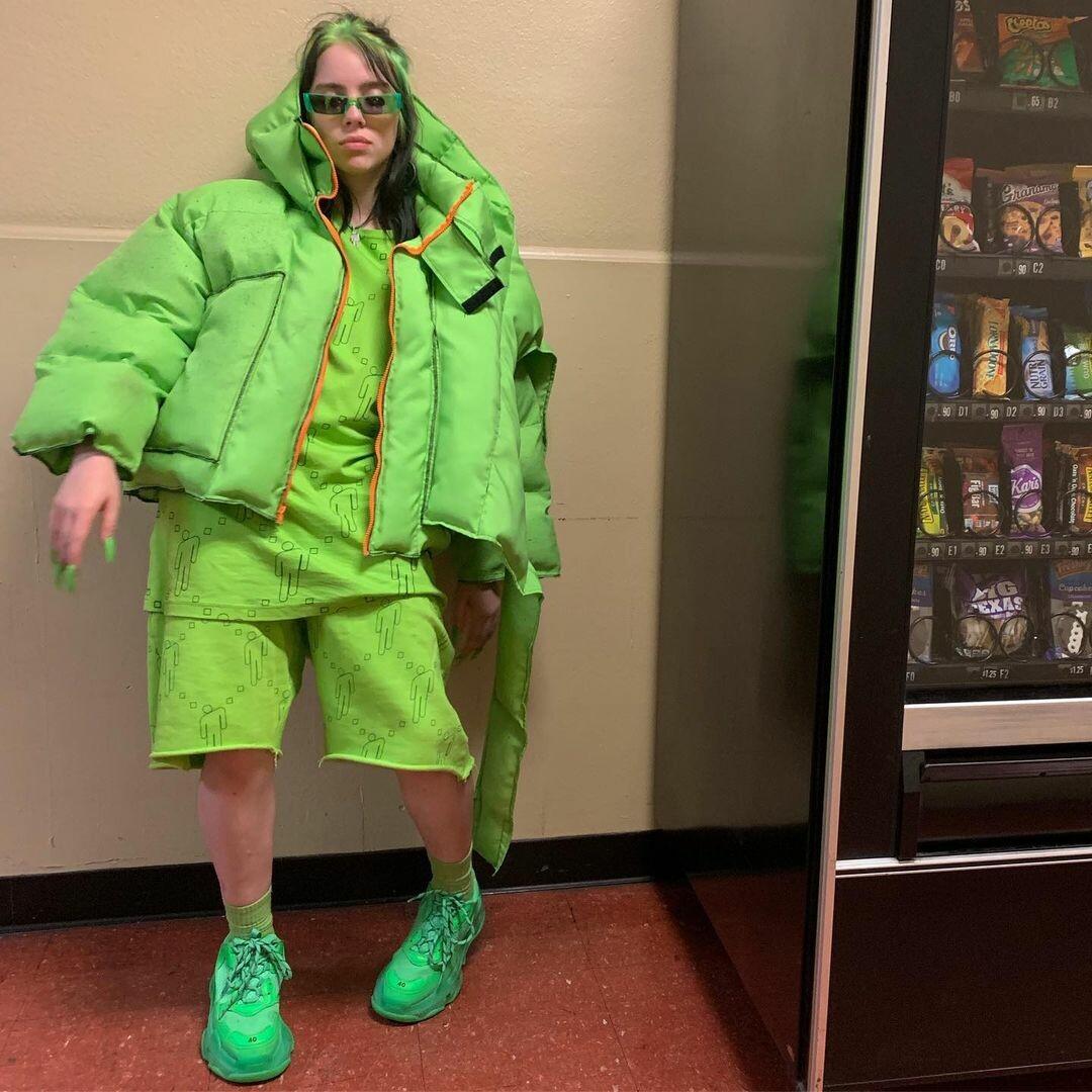 Мешковатые футболки, зеленые волосы и другие фэшн-тренды от Билли Айлиш10