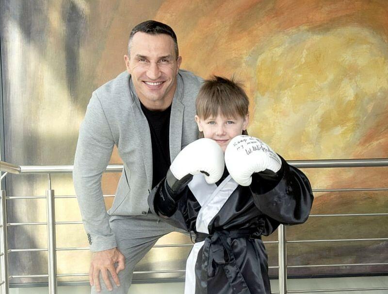Сенсация! Кличко проиграл 7-летнему мальчику и побил все рейтинги на телевидении