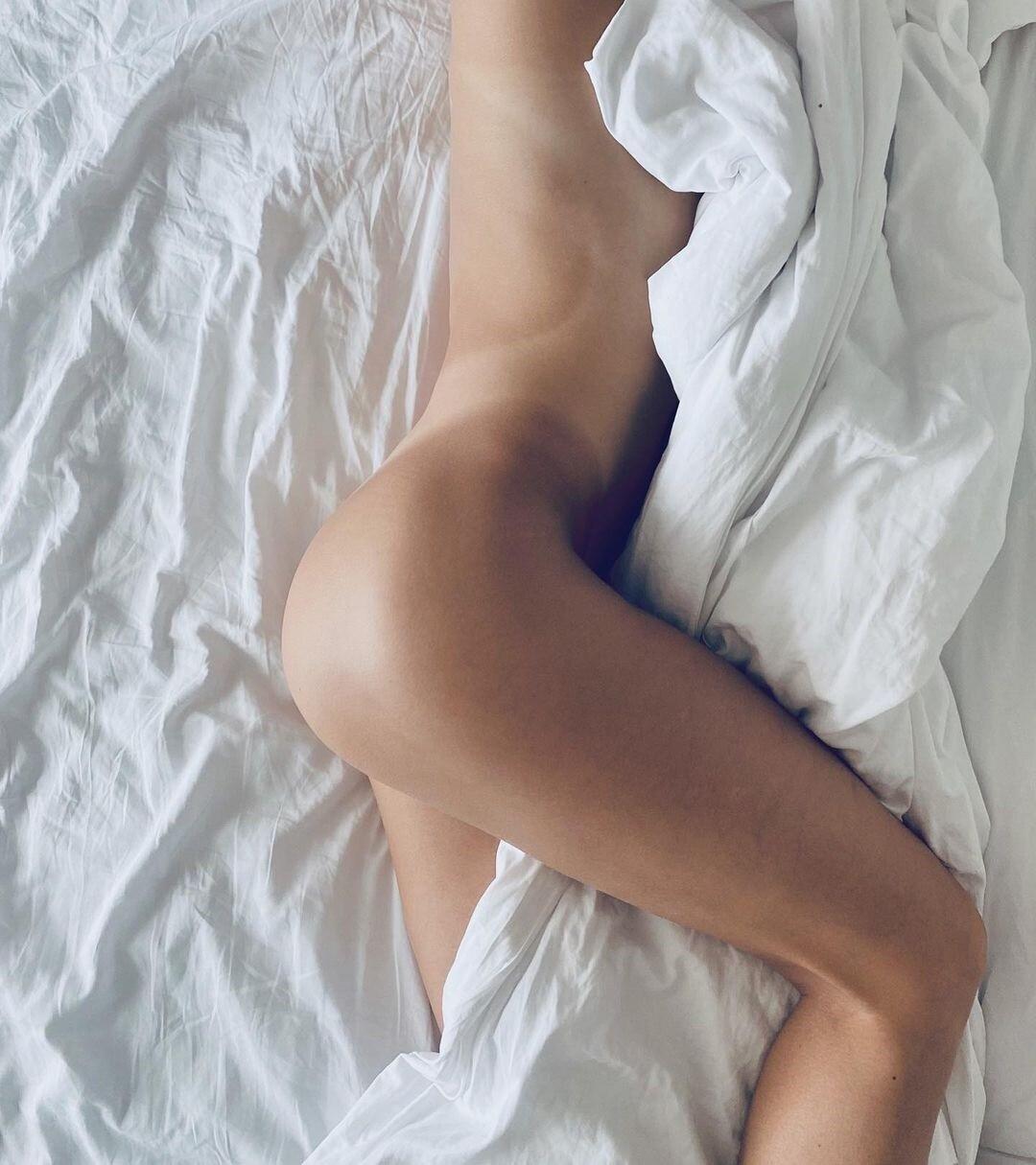 Тело богини и побитые ноги: самая красивая пловчиха мира любит фото в белье и без него