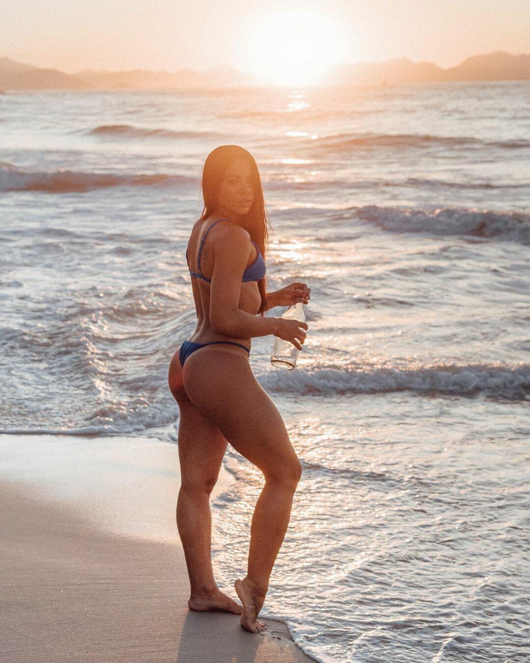Любительница олимпийского секса показала свое идеальное тело