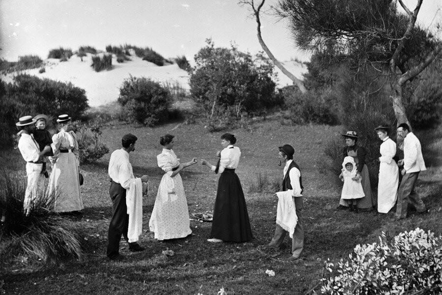 Танцовщицам дали по 100 долларов и унесли на руках: 145 лет назад провели первый женский бой