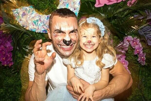 На кого похожа дочь Владимира Кличко: сравниваем с детским фото его бывшей невесты