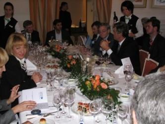 Первая леди Украины Катерина Ющенко; один из самых богатых людей в Украине, народный депутат Ринат Ахметов; Эддитья Миттал, сын владельца Mittal Group (куда входит бывший комбинат «Криворожсталь») Лакшми Миттала; президент Виктор Ющенко.