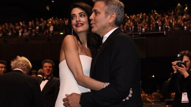 Джордж Клуни с женой Амаль. Фото: AFP