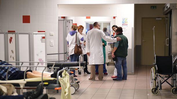 Поліклініки дозволили стати підприємствами і створити свій прейскурант платних медпослуг. Фото: AFP