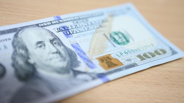 В Україні зріс безготівковий долар