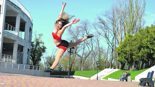 Чирлидинг. Гимнастки проведут мастер-класс для зрителей. Фото: vk.com