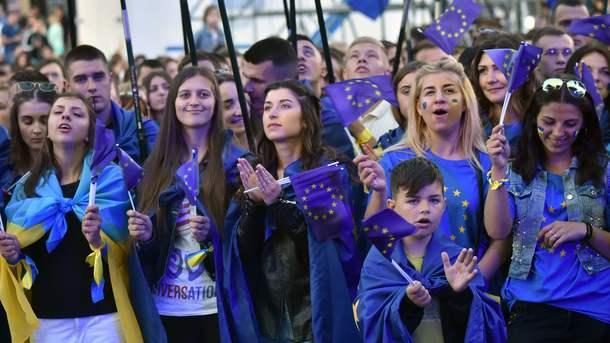 Украинцы празднуют безвизовый режим со странами ЕС. Фото: AFP